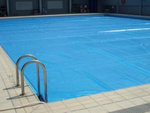 Capa t rmica para piscina 3x3 m da atco lonas kone for Piscina 3x3