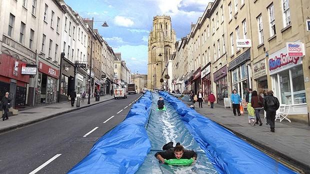 Construído na principal avenida de Bristol, com 91 metros de comprimento. (Foto: Divulgação)
